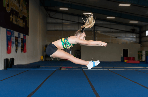 capture of a lady doing perfect pike jump